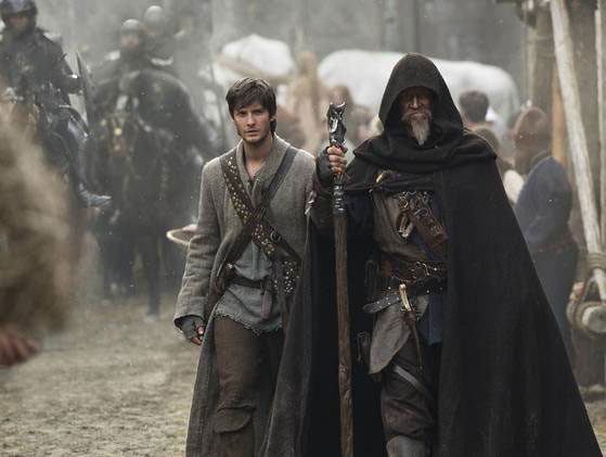 Tom Ward (Ben Barnes) e Master Gregory (Jeff Bridges)